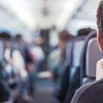 Comment avoir plus de place pour ses jambes dans un avion ?