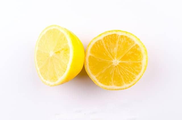 nettoyer taches avec du citron